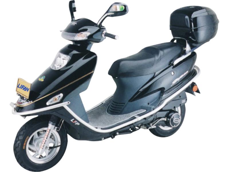 规格 摩托车型号:LF125T - 2D 外形尺寸(长宽高mm):1800 * 690 * 1050 轴距(mm):1217 最小离地间隙(mm):113 净重:100公斤 座椅高度(毫米):730 油箱容量(L):6.0 发动机形式:单缸,强制风冷,四冲程 发动机型号:1P52QMI 缸径行程:52.4毫米*57.8毫米 排量:125毫升 最大净功率:5.