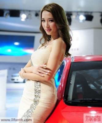 Beautiful creatures at the 2012 Guangzhou Auto Show-6-458x551
