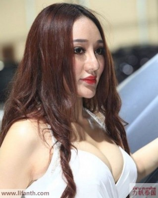Beautiful creatures at the 2012 Guangzhou Auto Show-4-458x573