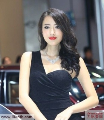Beautiful creatures at the 2012 Guangzhou Auto Show-8-458x525