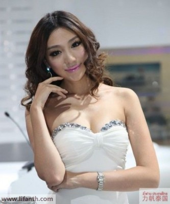 Beautiful creatures at the 2012 Guangzhou Auto Show-1-458x549