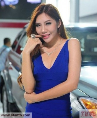 Beautiful creatures at the 2012 Guangzhou Auto Show-7-458x557
