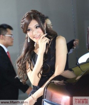Beautiful creatures at the 2012 Guangzhou Auto Show-5-458x535