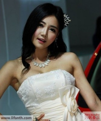 Beautiful creatures at the 2012 Guangzhou Auto Show-8b-458x547